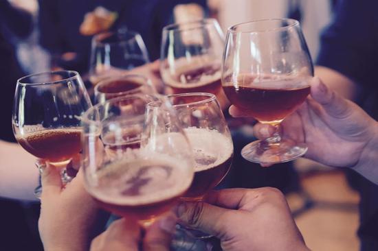 PS、设计网页、啤酒配方 AI还有不会做的么?
