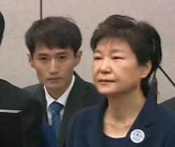 朴槿惠被拘超百日:疑现精神问题 喃喃自语还怪笑