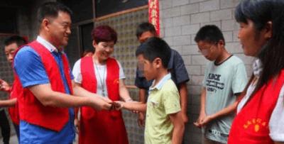 河北一交警资助交通肇事者儿子5年:孩子是无辜的