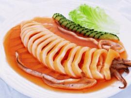 东平的鲍汁鱿母肉质细嫩、色香俱备