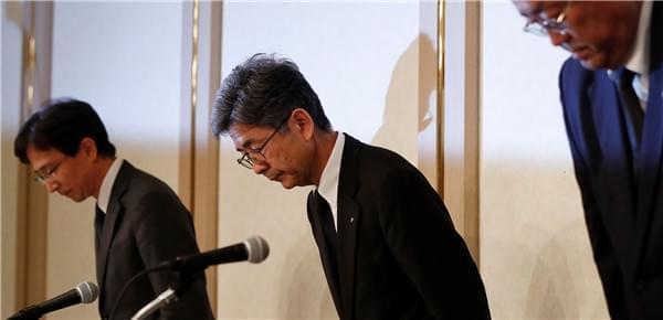 日本神户制钢执行副总裁就造假问题鞠躬道歉