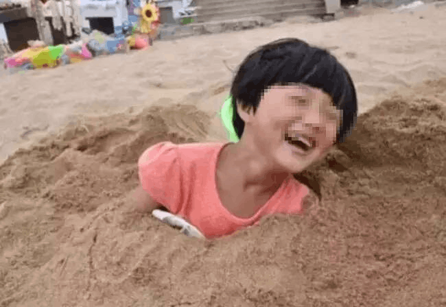紧急提醒!东莞人去海边千万不要把身体埋沙子里