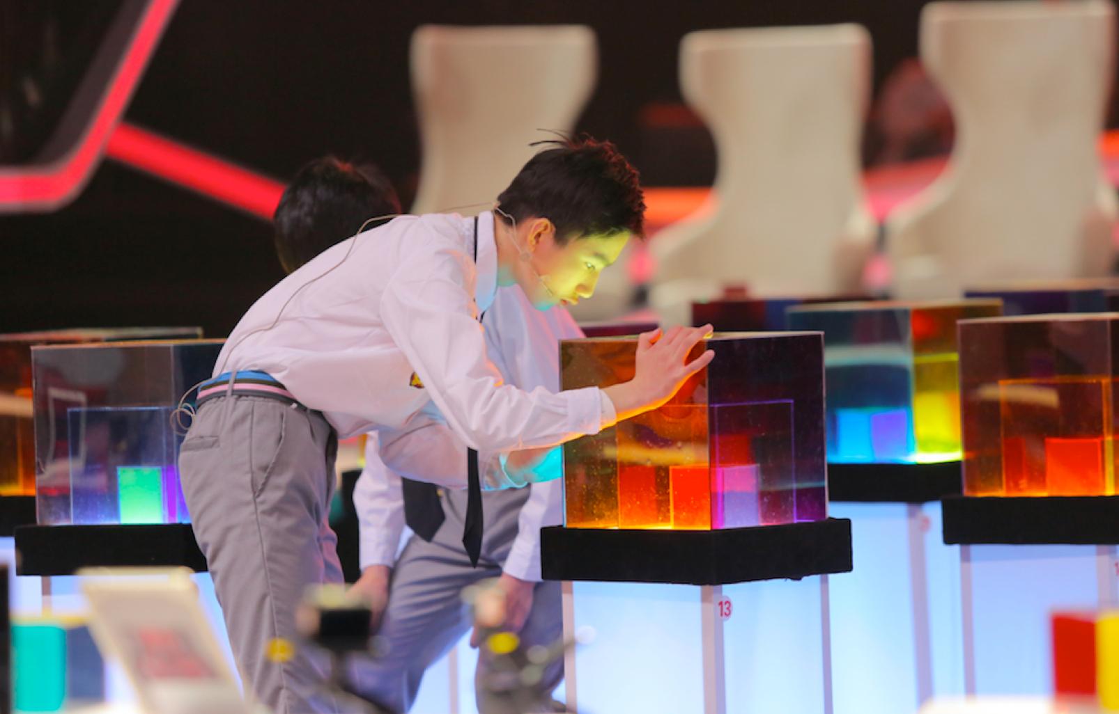 《我中国少年》1对30循环单挑赛挑战选手极限