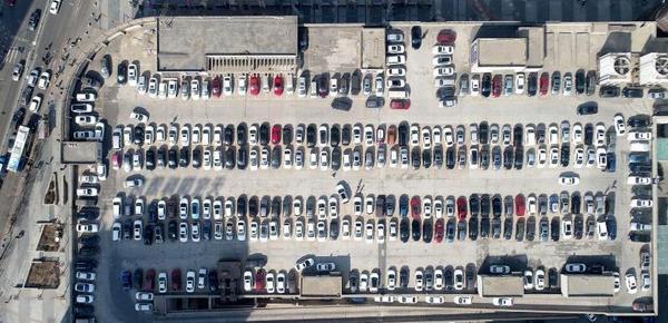 沈阳商业街现屋顶停车场 1次可免费停400辆