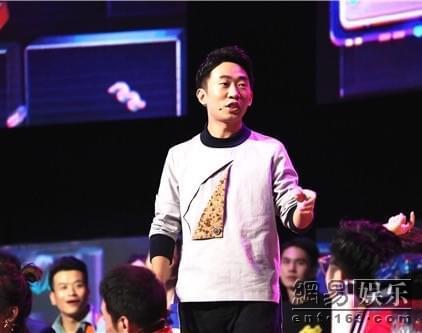 王俊凯惊喜现身《我想和你唱》 杨迪秒变粉丝图片