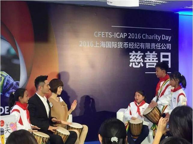 王子总统都爱参加的国际货币慈善日,黄晓明和鲁豫暖哭了