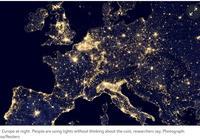 双语:科学家称地球的夜晚太亮 这其实很危险
