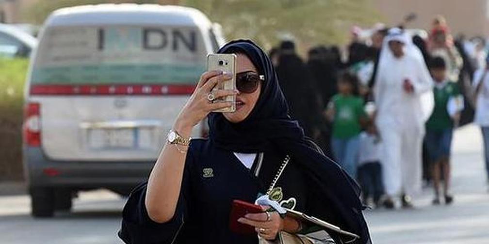 沙特迎来历史性时刻:体育场首次听到女性欢呼声