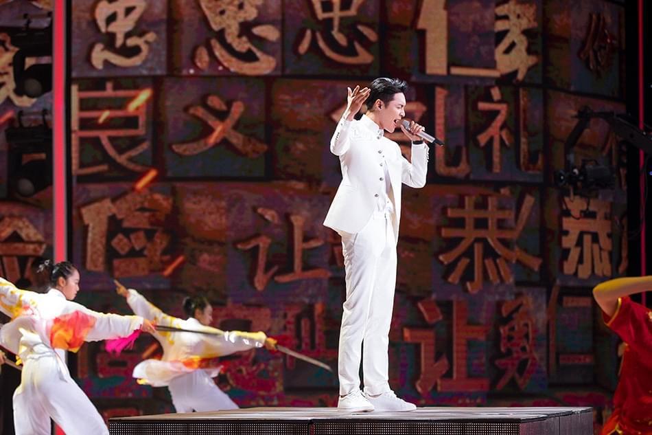 张艺兴再登央视舞台《精忠报国》热血好青年