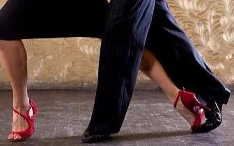 拉丁舞|7岁小女孩胸部发育 医生问:跳不跳拉丁舞?