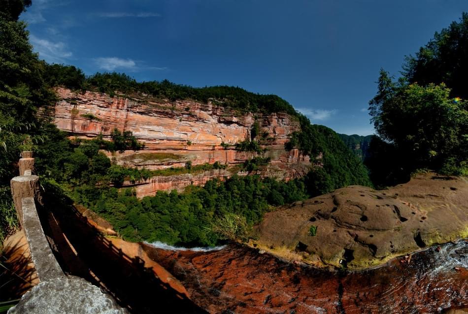 土地岩 大自然赐予的水天一色