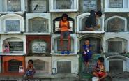探访菲律宾活人居住的墓地