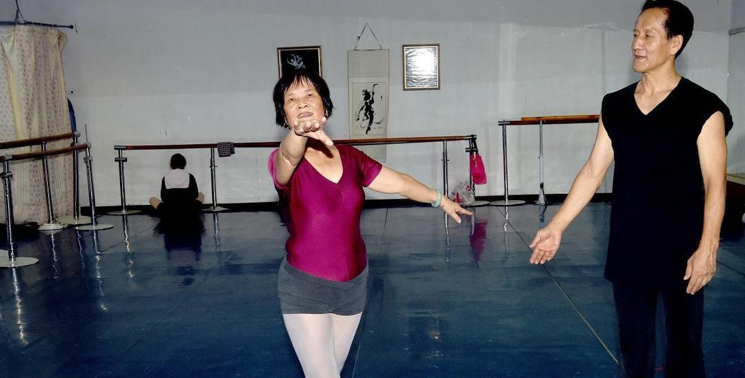 深圳75岁芭蕾舞者:现每天仍习舞3小时