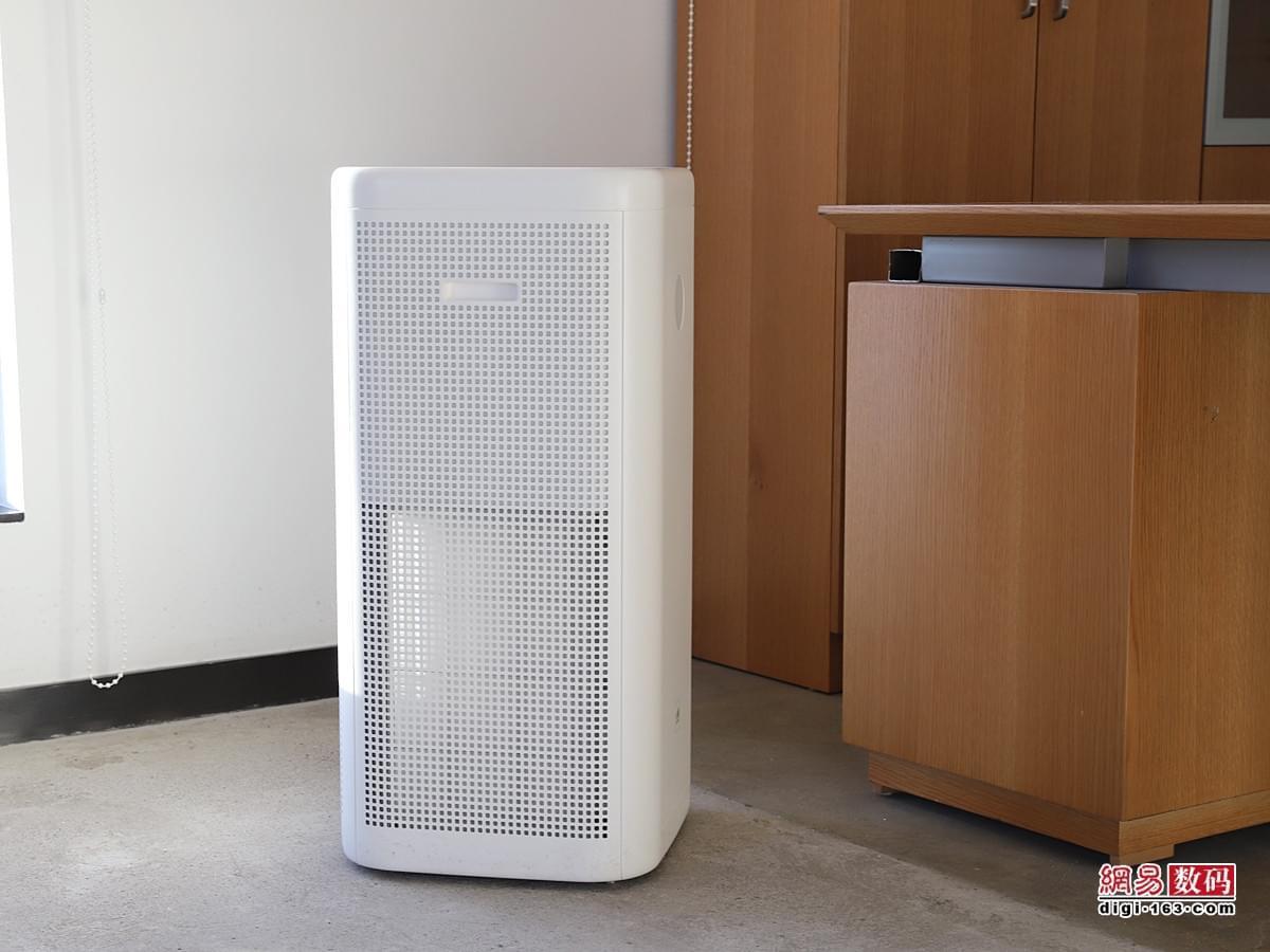 简约设计性能强 3499元锤子畅呼吸空气净化器开箱