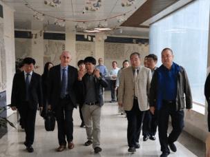 解放军第302医院专家团队到黄冈市中医院参观调研