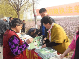 稷山质量监管局参加县行政执法单位送法下乡活动