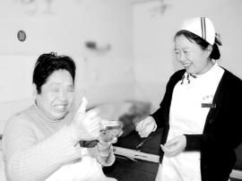 灵宝市中医院:爱心饺子飘香与患者共同分享美食