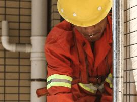 长沙规定:气温高于37 ℃要停止建筑工人露天作业