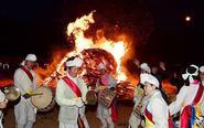 韩国首尔点篝火庆祝野火节