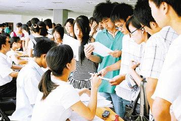 在校大学生实习状况调查 有的是打杂 身份成困扰