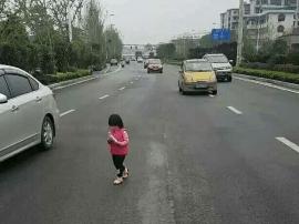 两岁半小女孩走失误入机动车道 桂林好人帮她找家