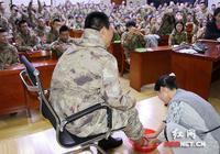 高校老师课堂上为学生洗脚 被洗者泪流满面