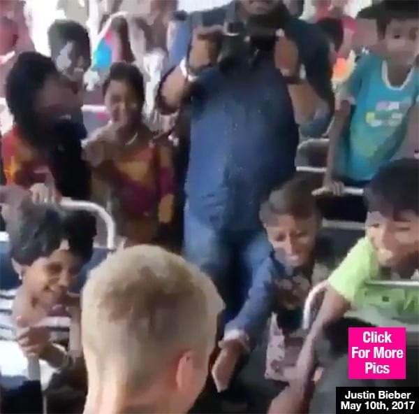 在改变!比伯登上校车与孩子们亲密互动