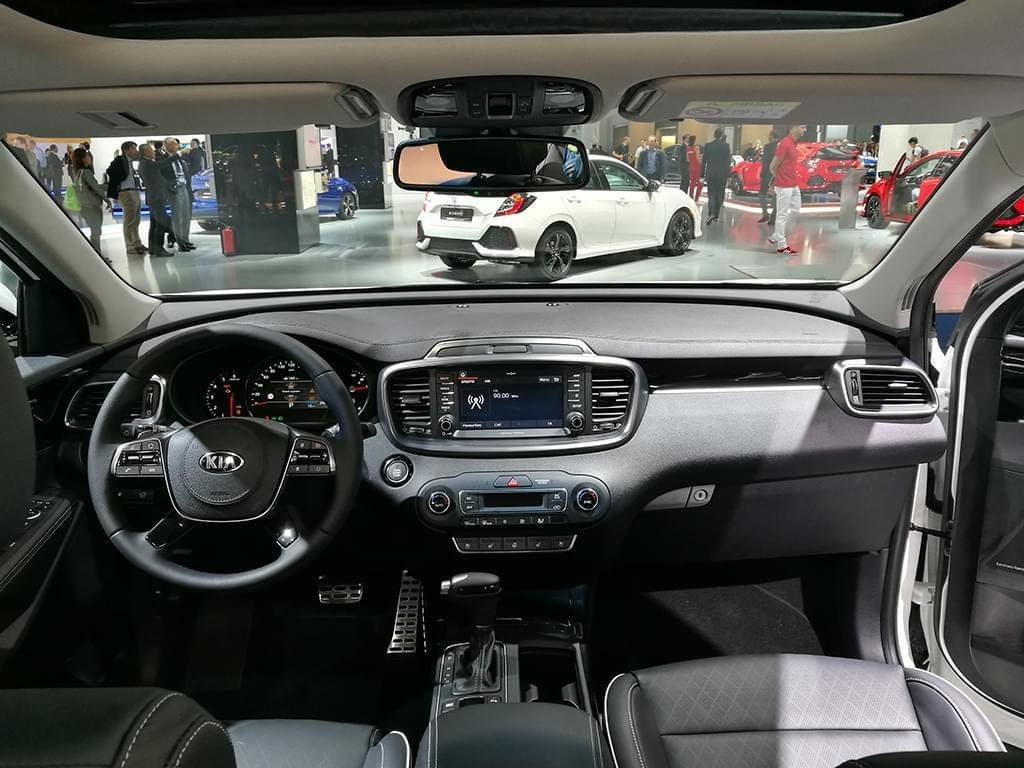 运动外观套件加持 新款索兰托GT Line亮相