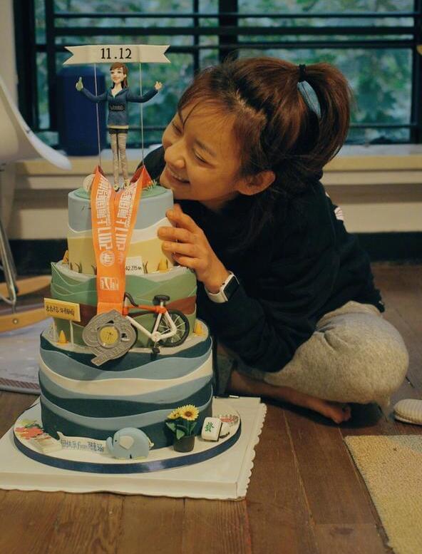 陈意涵35岁生日素颜自拍 会心甜笑可爱似少女