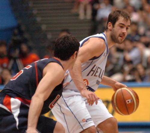 2006年世锦赛,斯潘诺里斯对位梦之队的辛里奇。