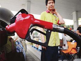 发改委:国内汽、柴油价格每吨均提高150元