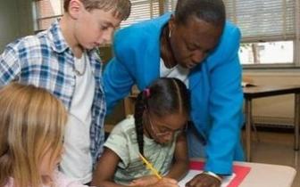 调查显示美国教师工资低于其他发达国家