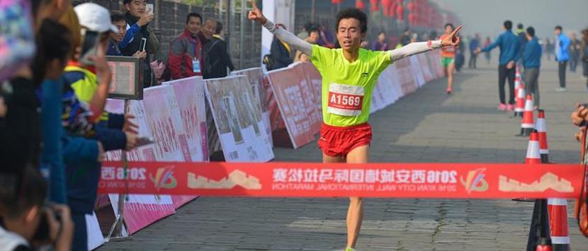 西安国际城墙马拉松欢乐开跑