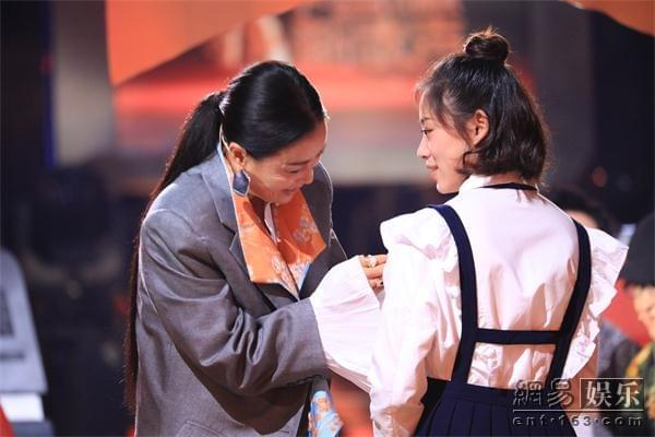 新歌声叶炫清唱火《从前慢》 越剧世家爱流行乐