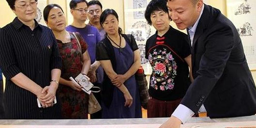 """""""河东第一剪""""李建肖 剪纸作品在运城市群艺馆展出"""