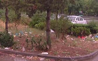 长治一小区:早市过后 垃圾遍地