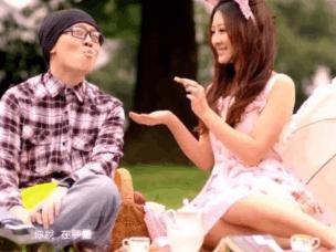 曲一刀:亲亲抱抱举高高,中国女人为何都爱得公主病?