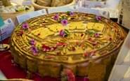 江苏现巨型月饼 重36公斤