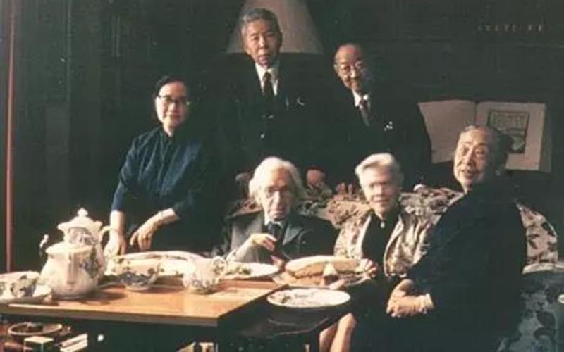 1968年,罗素和第四任夫人艾迪斯与赵元任(第二排右)合影。