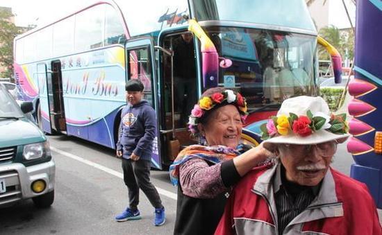 张惠妹为母亲举办80岁寿宴 席开45桌宴请族人