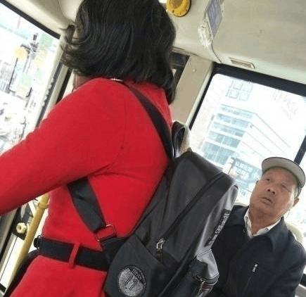 轻松一刻:为什么男人热衷偷拍女生裙底?图片