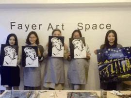 90后女孩陈燕菲:教零基础学员画画 为绘画爱好者办展