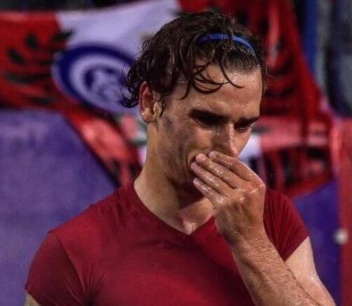 又是对面的7号C罗把格里兹曼打哭 雨水伴着泪水