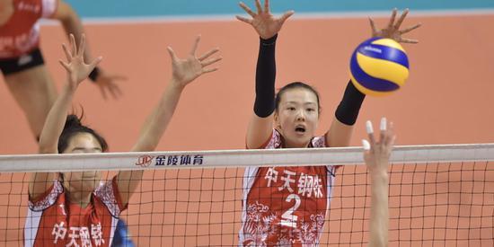 女排联赛张常宁砍37分 江苏3-2上海搭四强末班车