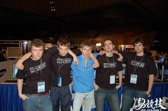 Zeus(左二)参加WCG2005,但未取得太好的成绩
