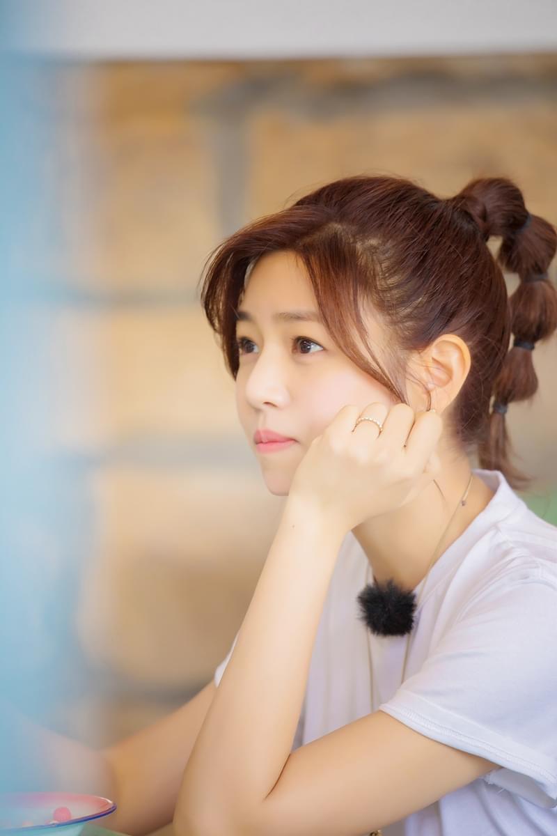 """陈妍希如愿变""""红包"""" 《我们》读诗感性落泪"""