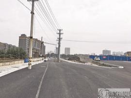 运城市河东西街延长线路面 6根高压电杆将移位