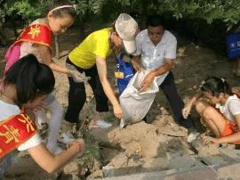 """稷山团县委开展青春助力""""四治六化""""志愿服务活动"""