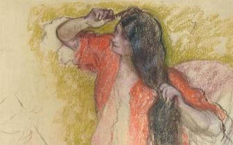 《身穿红色浴袍梳妆的女子》:关于美与青春的主题