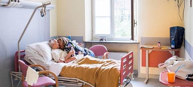 摄影师记录临终前外祖母 曾三次被诊患癌